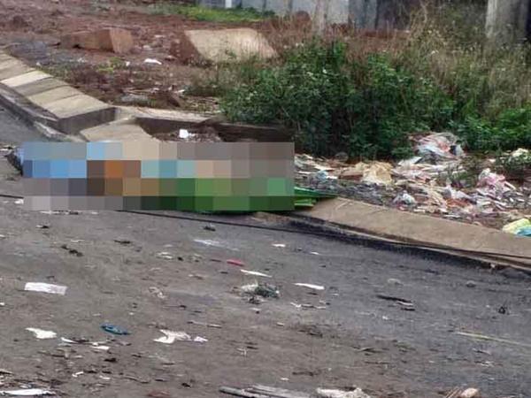 Bình Phước: Con gái mang xác mẹ nuôi 71 tuổi vứt ngoài bãi rác - Ảnh 1