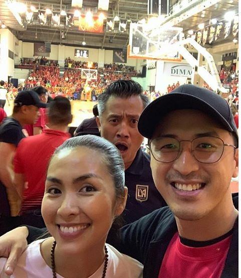 Chồng Tăng Thanh Hà đăng ảnh chụp cùng vợ, nhưng 'người thứ ba' phía sau mới là nhân vật thu hút sự chú ý - Ảnh 1