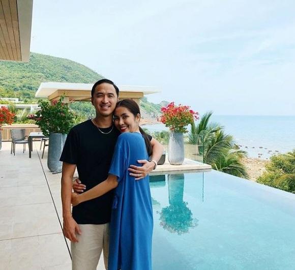 Chồng Tăng Thanh Hà đăng ảnh chụp cùng vợ, nhưng 'người thứ ba' phía sau mới là nhân vật thu hút sự chú ý - Ảnh 3