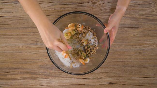 'Học lỏm' được công thức làm miến trộn của đầu bếp người Thái, tôi chẳng bao giờ phải tốn tiền đi nhà hàng để ăn món này nữa - Ảnh 5