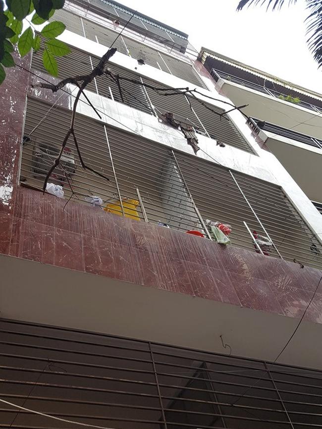 Vụ bé gái 3 tuổi tử vong nghi do bố mẹ bạo hành ở Hà Nội: Người bí mật báo công an để đưa nghi phạm ra ánh sáng là ai? - Ảnh 1