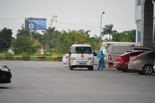 5 giờ thần tốc xác định gần 300 trường hợp tiếp xúc và lịch trình dày đặc của BN237 người Thuỵ Điển, Hà Nội khuyến cáo người dân không ra đường - Ảnh 2