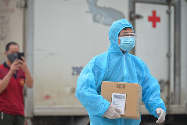 5 giờ thần tốc xác định gần 300 trường hợp tiếp xúc và lịch trình dày đặc của BN237 người Thuỵ Điển, Hà Nội khuyến cáo người dân không ra đường - Ảnh 3