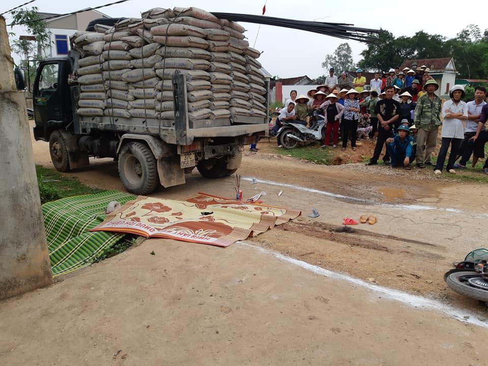 Nghệ An: Bé gái 3 tuổi tử vong dưới gầm xe tải trên đường đi học - Ảnh 1