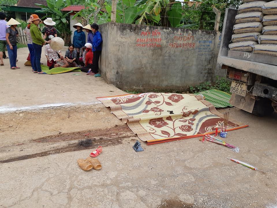 Nghệ An: Bé gái 3 tuổi tử vong dưới gầm xe tải trên đường đi học - Ảnh 2