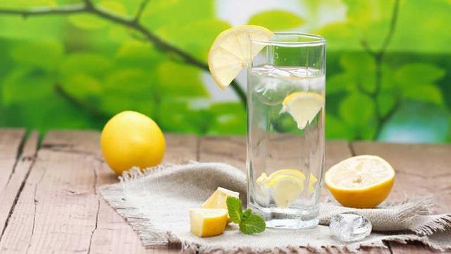 Uống một ly nước chanh mỗi tối trước khi ngủ, cơ thể nhận hàng loạt những tác dụng không ngờ - Ảnh 1