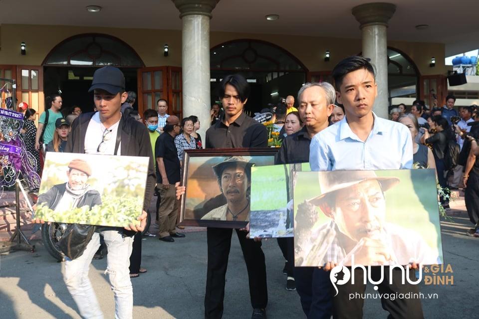 Cận cảnh dàn xe phân khối lớn dẫn đầu đoàn xe tang đưa nghệ sĩ Lê Bình về nơi an nghỉ - Ảnh 8