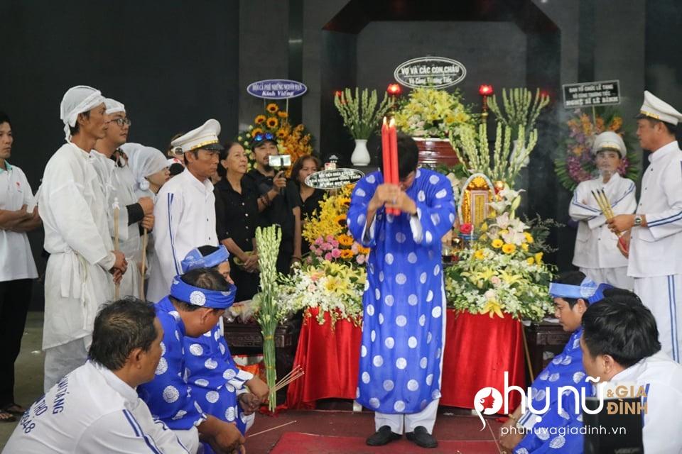 Cận cảnh dàn xe phân khối lớn dẫn đầu đoàn xe tang đưa nghệ sĩ Lê Bình về nơi an nghỉ - Ảnh 2