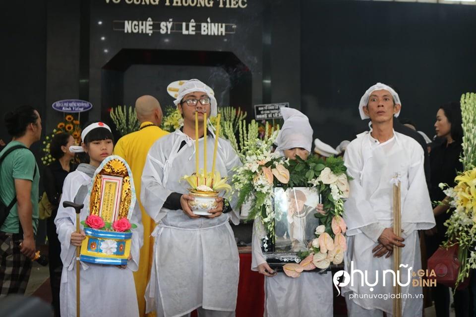 Cận cảnh dàn xe phân khối lớn dẫn đầu đoàn xe tang đưa nghệ sĩ Lê Bình về nơi an nghỉ - Ảnh 6