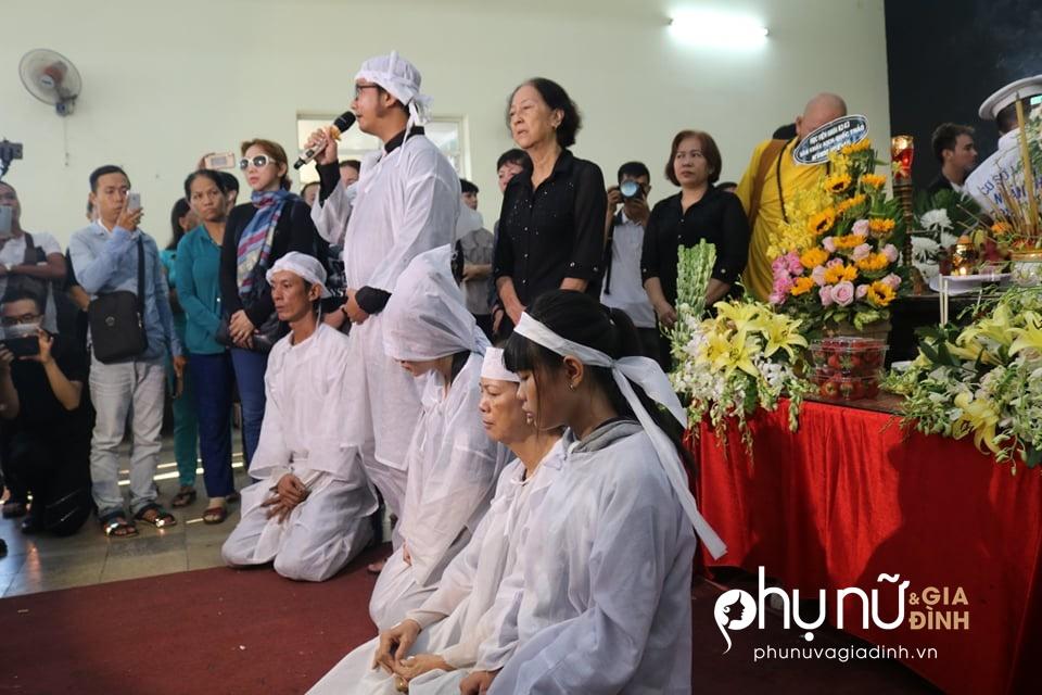 Cận cảnh dàn xe phân khối lớn dẫn đầu đoàn xe tang đưa nghệ sĩ Lê Bình về nơi an nghỉ - Ảnh 5