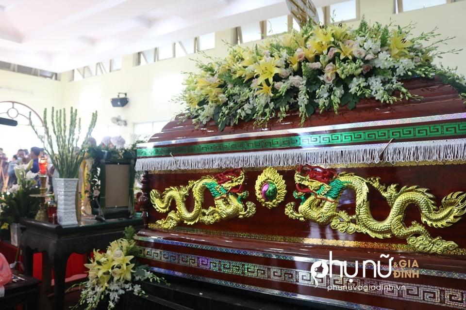 Cận cảnh dàn xe phân khối lớn dẫn đầu đoàn xe tang đưa nghệ sĩ Lê Bình về nơi an nghỉ - Ảnh 1