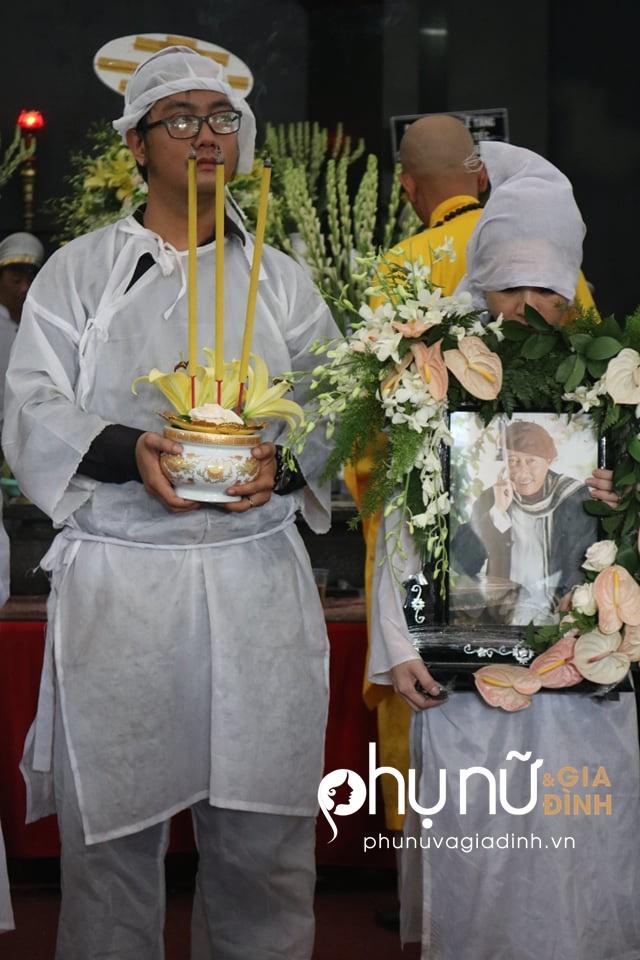 Cận cảnh dàn xe phân khối lớn dẫn đầu đoàn xe tang đưa nghệ sĩ Lê Bình về nơi an nghỉ - Ảnh 7