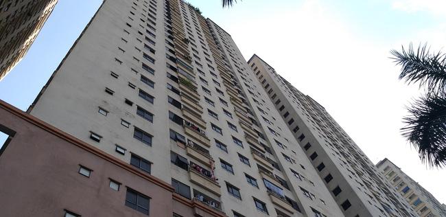Hà Nội: Nam thanh niên lạ mặt rơi từ tầng 32 chung cư, chỉ để lại 1 vật duy nhất để lần tìm danh tính - Ảnh 2