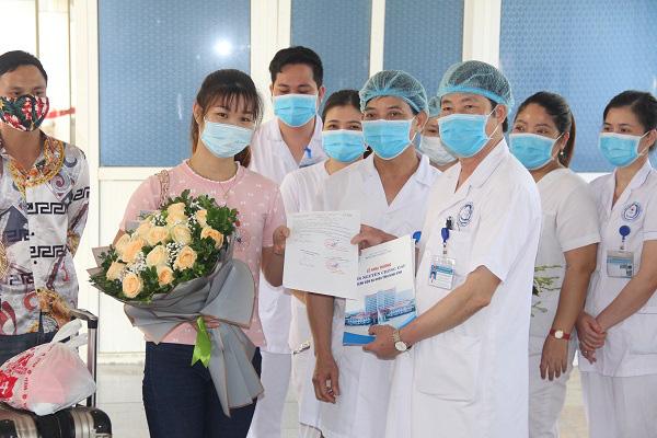 Thêm một bệnh nhân Covid-19 ở Ninh Bình khỏi bệnh, Việt Nam đang điều trị 53 ca - Ảnh 1