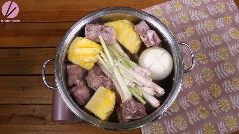Công thức nấu bún bò Huế chuẩn ngon - Ảnh 1