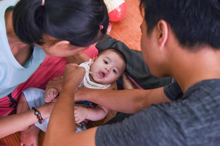 Mẹ ung thư giai đoạn cuối chấp nhận mù để sinh con - Ảnh 13