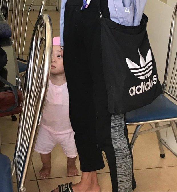 Hình ảnh mới nhất của mẹ con Bella tại trung tâm xã hội: Không cho ai lại gần vì 'muốn xem phải mua vé' - Ảnh 1