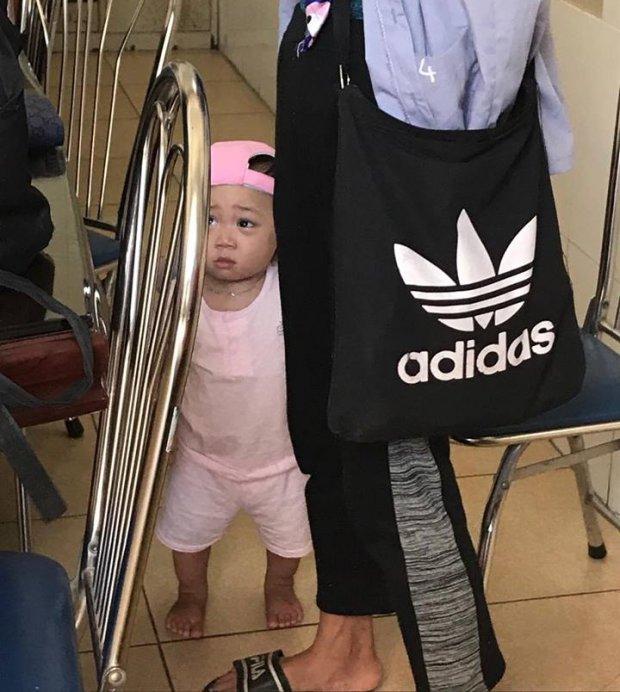 Hình ảnh mới nhất của mẹ con Bella tại trung tâm xã hội: Không cho ai lại gần vì 'muốn xem phải mua vé' - Ảnh 2