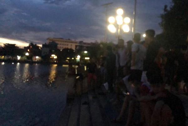 Hà Nam: Một phụ nữ trẻ tuổi tự tử tại hồ chùa Bầu, nhiều người nhảy xuống cứu nhưng bất thành - Ảnh 2