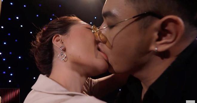 Ê-kíp nói gì về cảnh hôn gợi dục ở Lựa chọn của trái tim trên VTV? - Ảnh 1