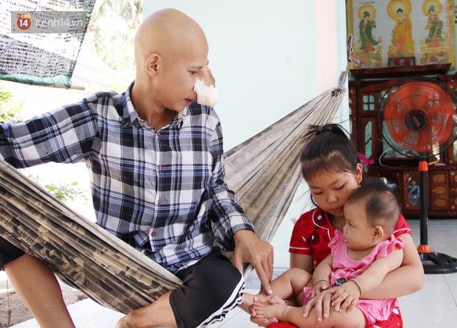 Bước đường cùng của người cha bị ung thư hốc mũi ôm 2 đứa con thơ dại: 'Con sợ cha chết, không sống cùng tụi con nữa' - Ảnh 17