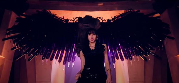 Jennie đăng ảnh hậu trường trong 'How You Like That' nhưng fan thấy là lạ, xem lại mới biết hóa ra cảnh này xuất hiện chưa tới 1 giây! - Ảnh 3