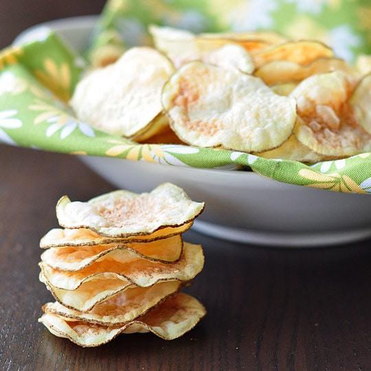 Từ khi học được công thức này tôi toàn tự làm snack khoai tây cho con, giòn rụm, thơm ngon chẳng khác gì đi mua - Ảnh 1