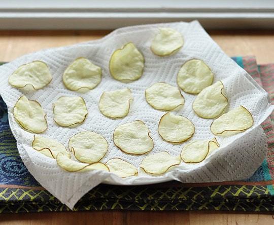 Từ khi học được công thức này tôi toàn tự làm snack khoai tây cho con, giòn rụm, thơm ngon chẳng khác gì đi mua - Ảnh 5