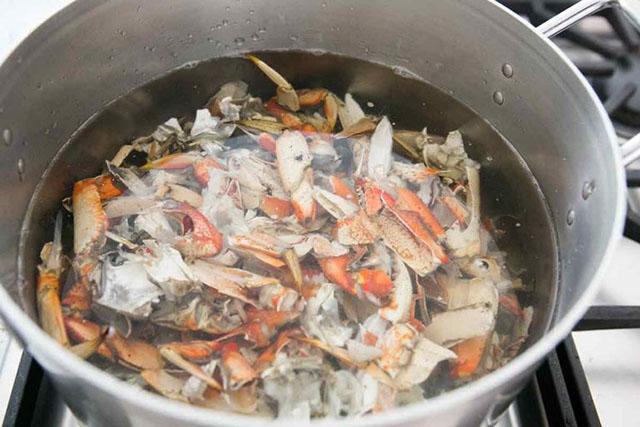 Tận dụng vỏ tôm cua và rau củ để làm nước dùng ngọt thanh, trong vắt - Ảnh 2