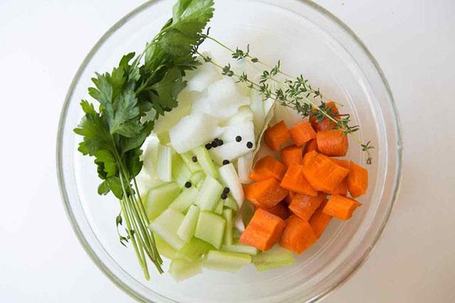 Tận dụng vỏ tôm cua và rau củ để làm nước dùng ngọt thanh, trong vắt - Ảnh 3