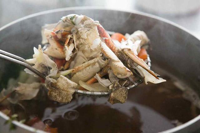 Tận dụng vỏ tôm cua và rau củ để làm nước dùng ngọt thanh, trong vắt - Ảnh 5