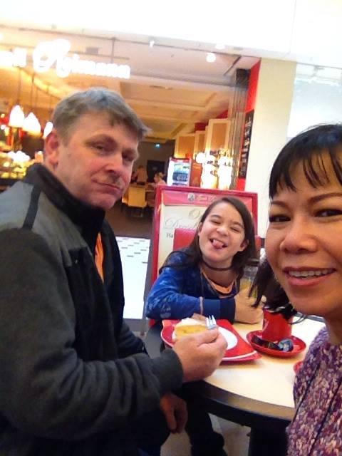 Chân dung chị gái lấy chồng Tây, hiếm khi xuất hiện của Á hậu Trịnh Kim Chi - Ảnh 9