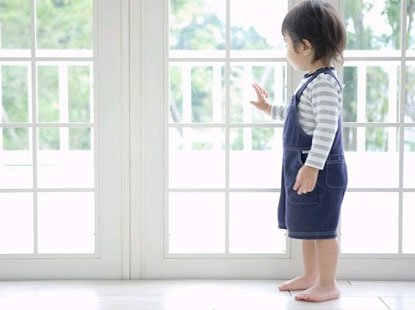 Nghe tiếng khóc thất thanh từ cửa sổ tầng 5, ai cũng sợ hãi khi nhìn tình trạng đứa trẻ - Ảnh 3