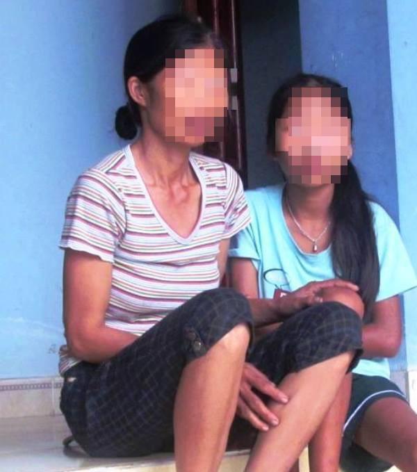 Mẹ đau đớn phát hiện con gái thiểu năng nghi bị hàng xóm lừa vào nhà xâm hại nhiều lần - Ảnh 1