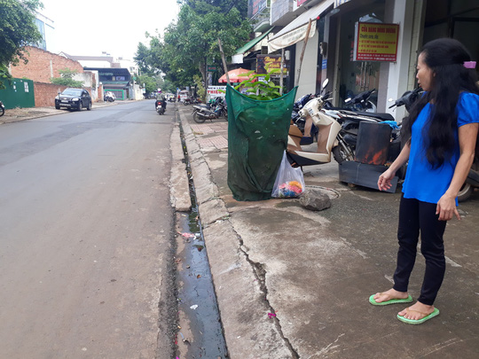 Thai phụ trên đường đi sinh bị cướp giật túi xách, ngã nhào - Ảnh 1
