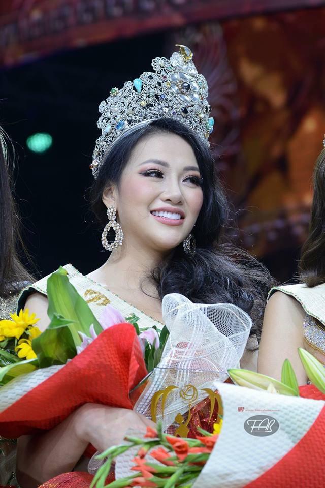 Hình ảnh xinh đẹp và chia sẻ đầu tiên của Nguyễn Phương Khánh khi đăng quang Hoa hậu Trái đất 2018 - Ảnh 2