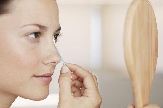 Những công dụng 'trời ban' cho oxy già mà phụ nữ phải biết để làm đẹp hiệu quả và tiết kiệm hơn - Ảnh 2