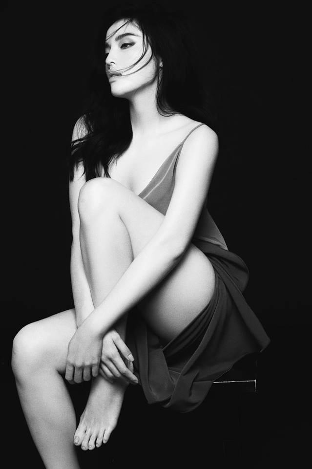 'Toát mồ hôi' khi xem Hoa hậu Kỳ Duyên diện váy dây 'quên nội y' hờ hững - Ảnh 4