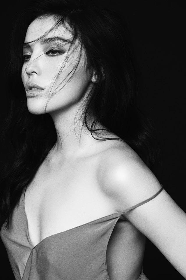 'Toát mồ hôi' khi xem Hoa hậu Kỳ Duyên diện váy dây 'quên nội y' hờ hững - Ảnh 1