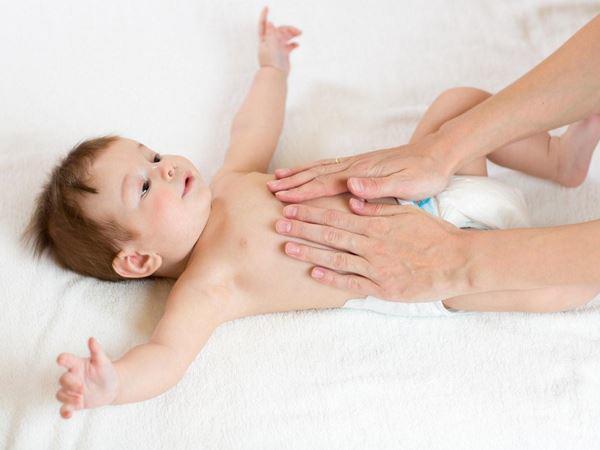 6 cách xử trí tình trạng trẻ sơ sinh đánh hơi nhiều nhưng không đi ngoài - Ảnh 2