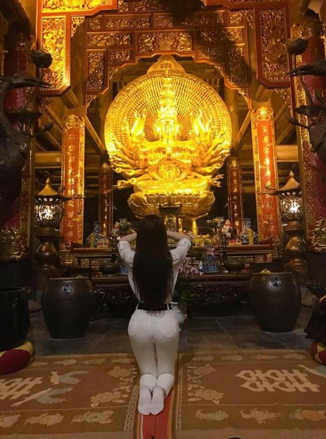 Khoe ảnh đi chùa, Thư Dung bị chửi 'sấp mặt' vì tạo dáng phản cảm ở chốn linh thiêng - Ảnh 3