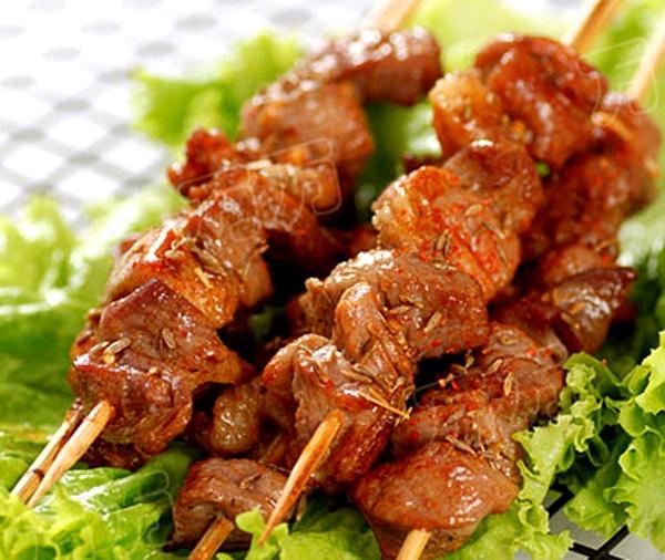Cách ướp, nướng thịt xiên thơm phức, ngon hơn ngoài hàng - Ảnh 4