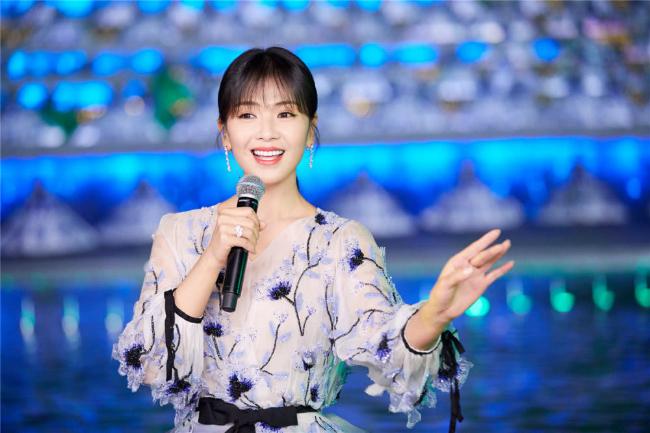 'A Châu' Lưu Đào đẹp như tiên nữ trên sân khấu chào xuân - Ảnh 3