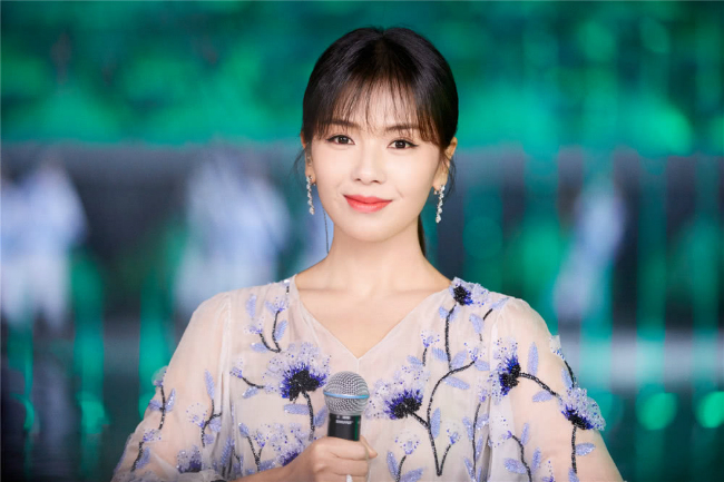 'A Châu' Lưu Đào đẹp như tiên nữ trên sân khấu chào xuân - Ảnh 5