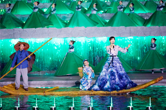'A Châu' Lưu Đào đẹp như tiên nữ trên sân khấu chào xuân - Ảnh 7
