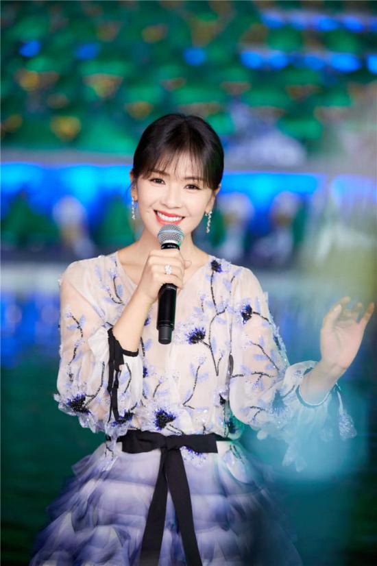'A Châu' Lưu Đào đẹp như tiên nữ trên sân khấu chào xuân - Ảnh 8