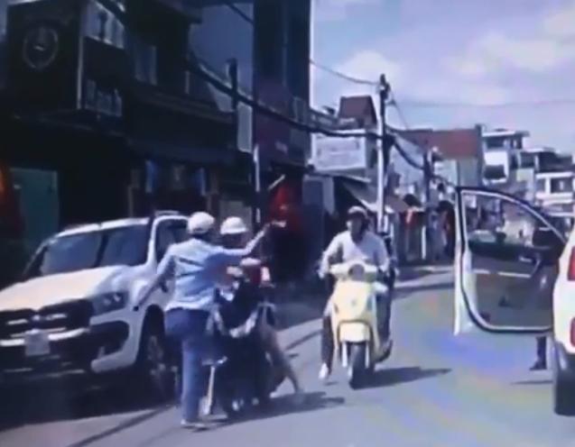 Người đàn ông đánh đập cô gái giữa đường vào mùng 1 Tết bị cộng đồng mạng truy lùng - Ảnh 2