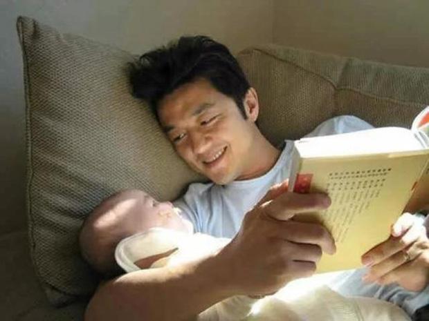 Lý Á Bằng khoe ảnh hạnh phúc cùng con gái Lý Yên ngày đầu năm khiến nhiều người xúc động - Ảnh 1
