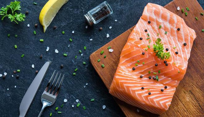 Mụn sẽ chẳng dám hoành hành trong ngày Tết nếu bạn bổ sung một số loại thực phẩm detox sau đây vào bữa ăn - Ảnh 1