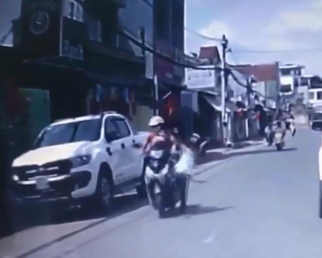 Người đàn ông đánh đập cô gái giữa đường vào mùng 1 Tết bị cộng đồng mạng truy lùng - Ảnh 1